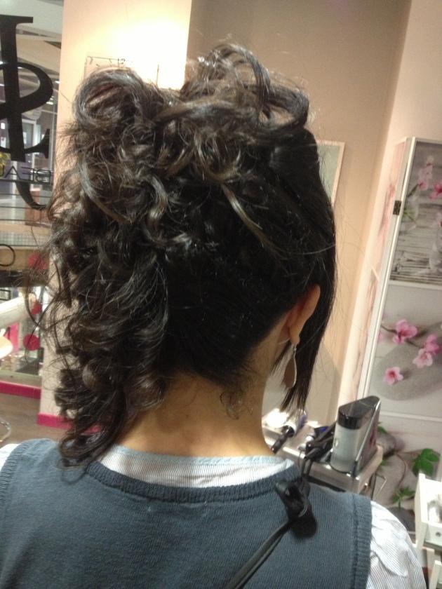 Coiffure de soir e simple sur cheveux longs et boucl s js beauty bar - Coiffure soiree simple ...